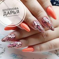 Тонкие линии в дизайне ногтей